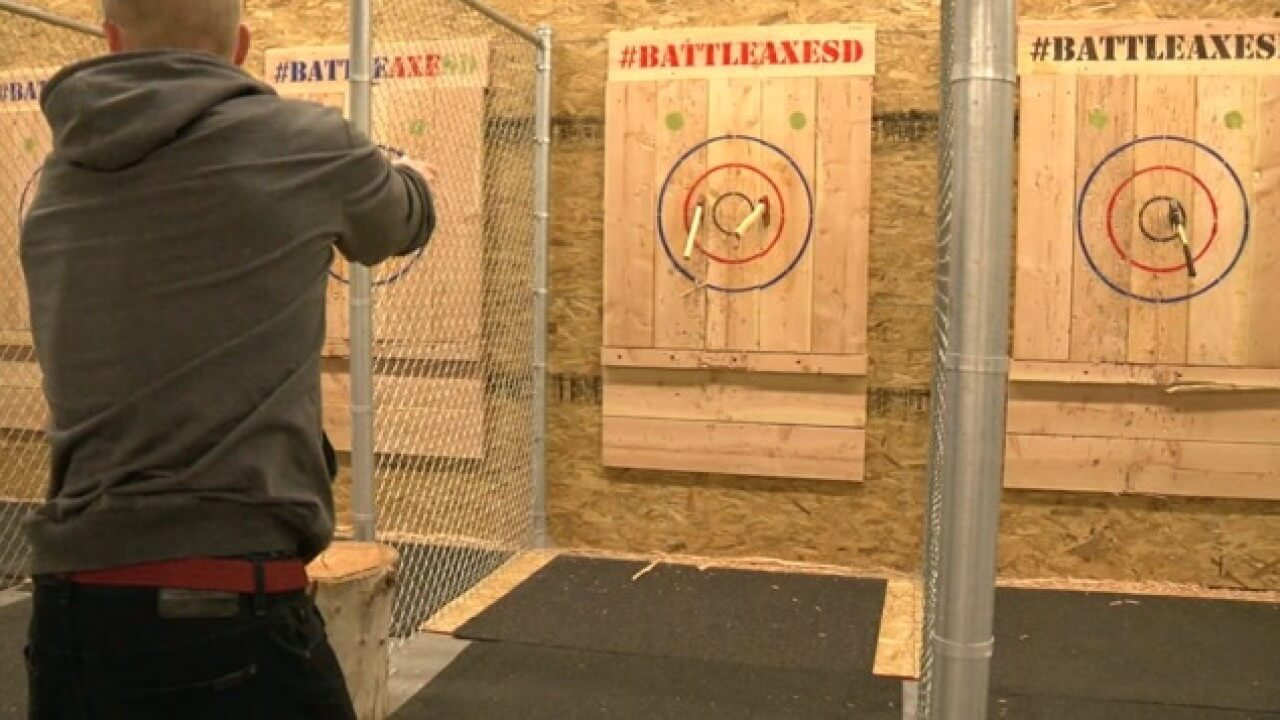 San Diego Axe Throwing The 5 Best Bars And Ranges