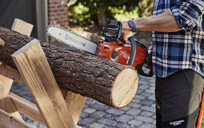 This image has an empty alt attribute; its file name is Husqvarna-16-Inch-440e-II-Gas-Chainsaw.jpg